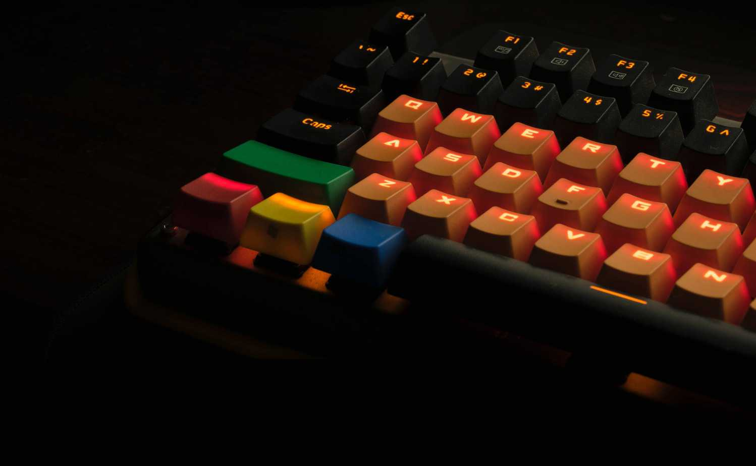 mechanical keyboard with various keycap sets
