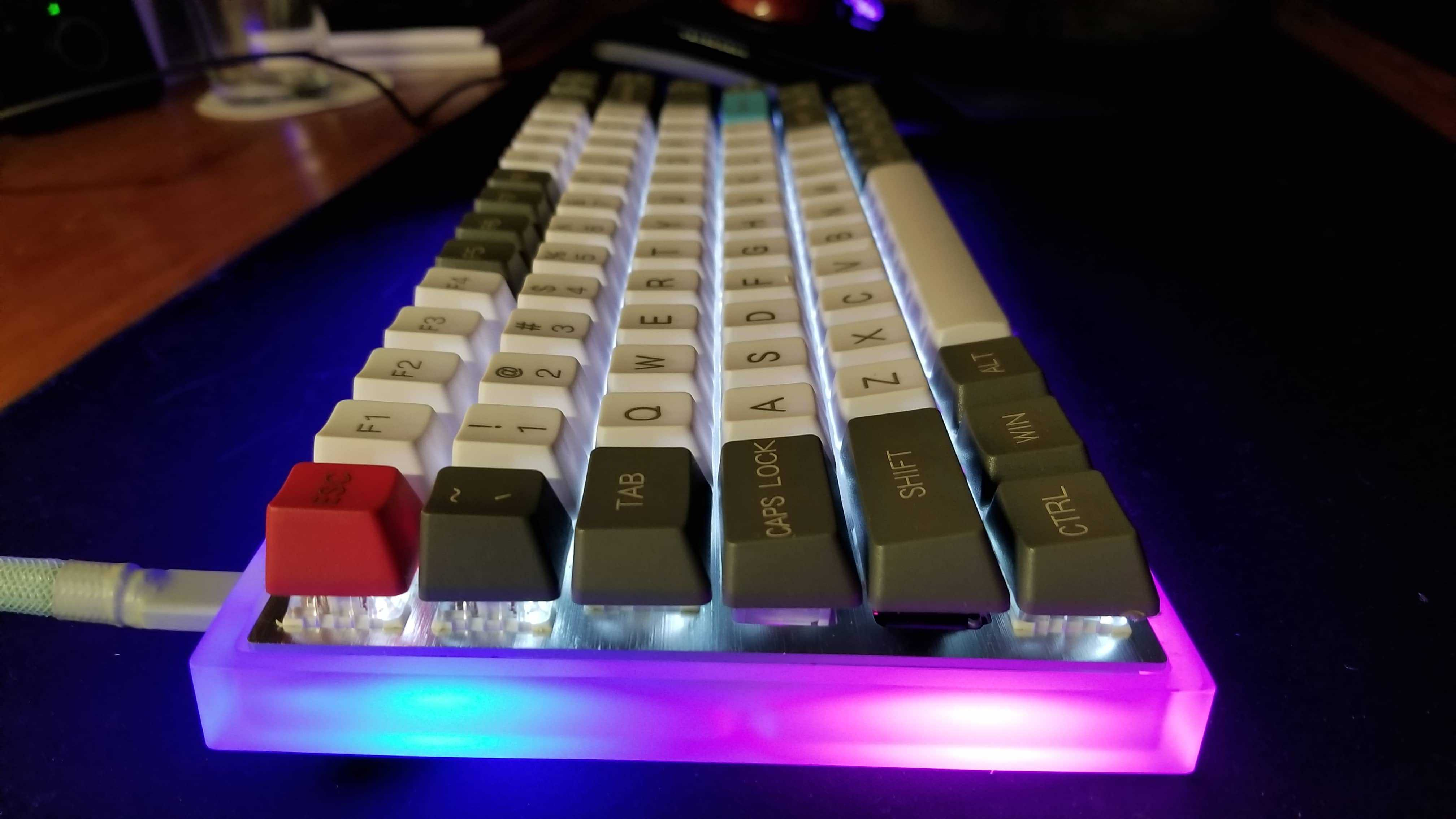 mechanical keyboard with acrylic case