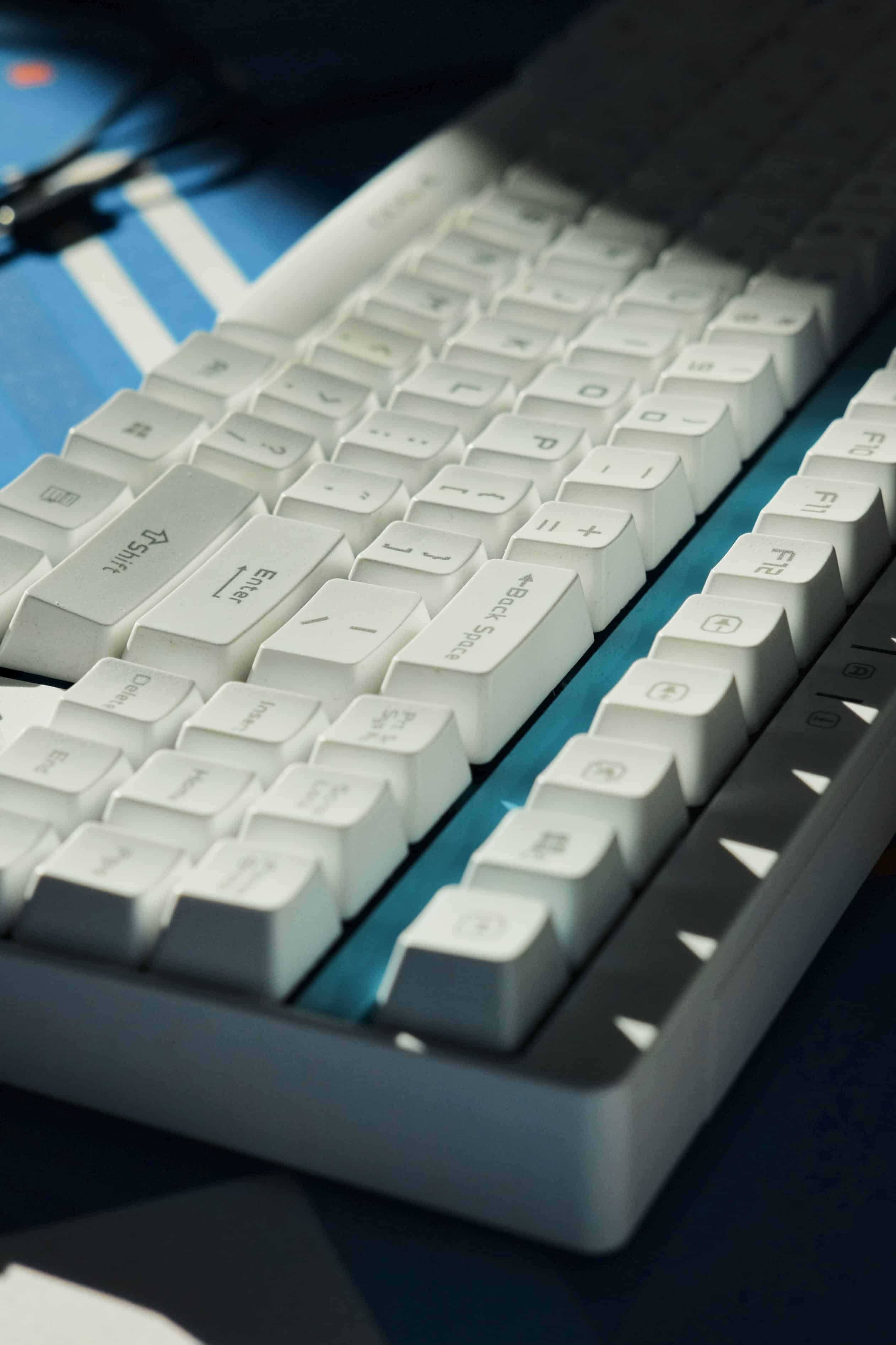 white meechanical keyboard