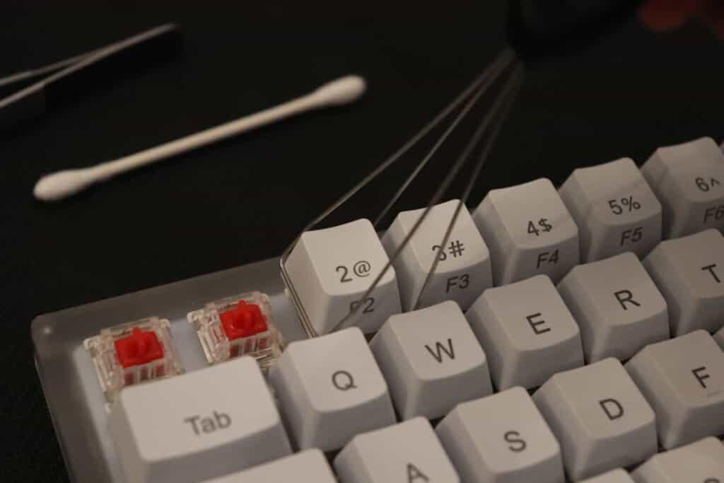 taking keycaps off of mechanical keyboard