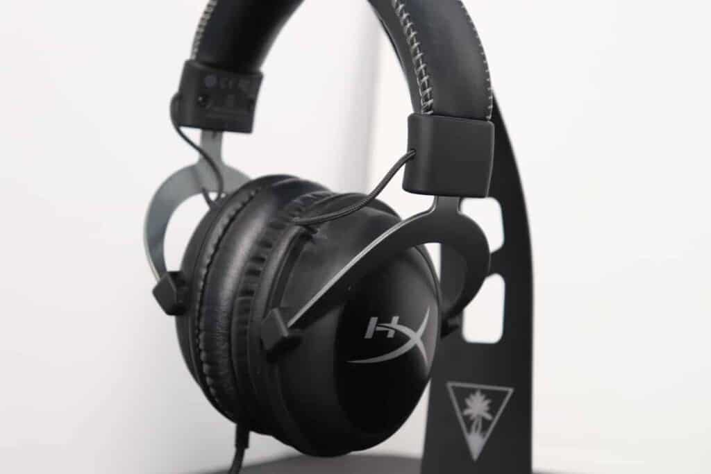 earcup of closed back gaming headset