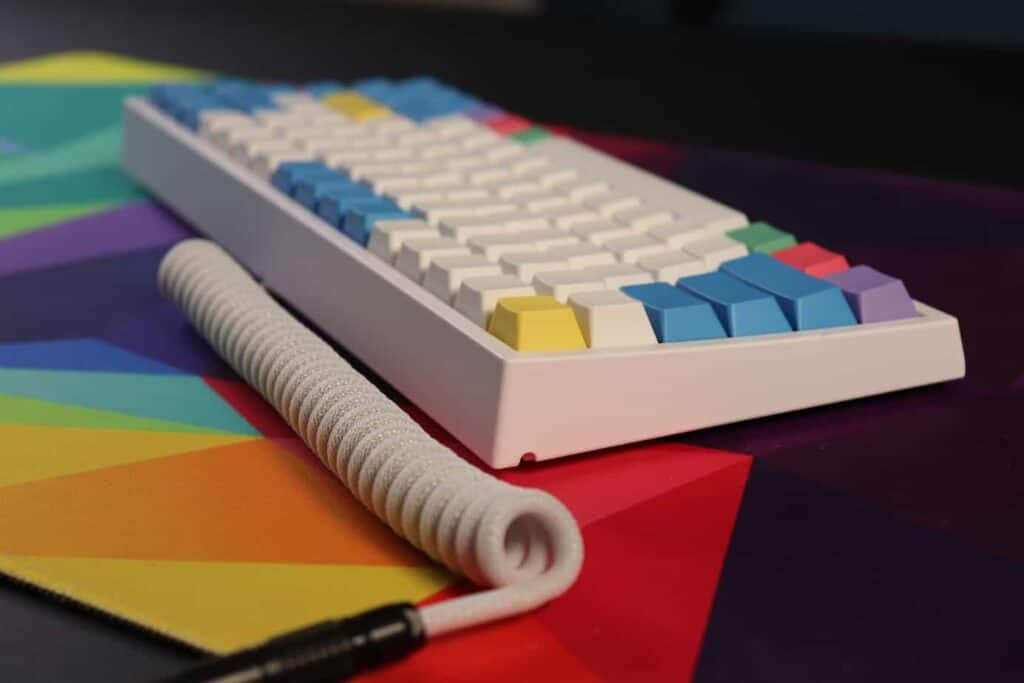 Mechanical keyboard with custom cable sitting on a deskmat.