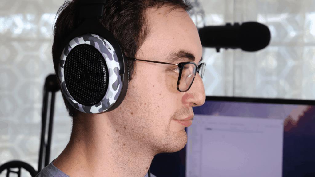 Corsair HS60 Haptic comfort with glasses