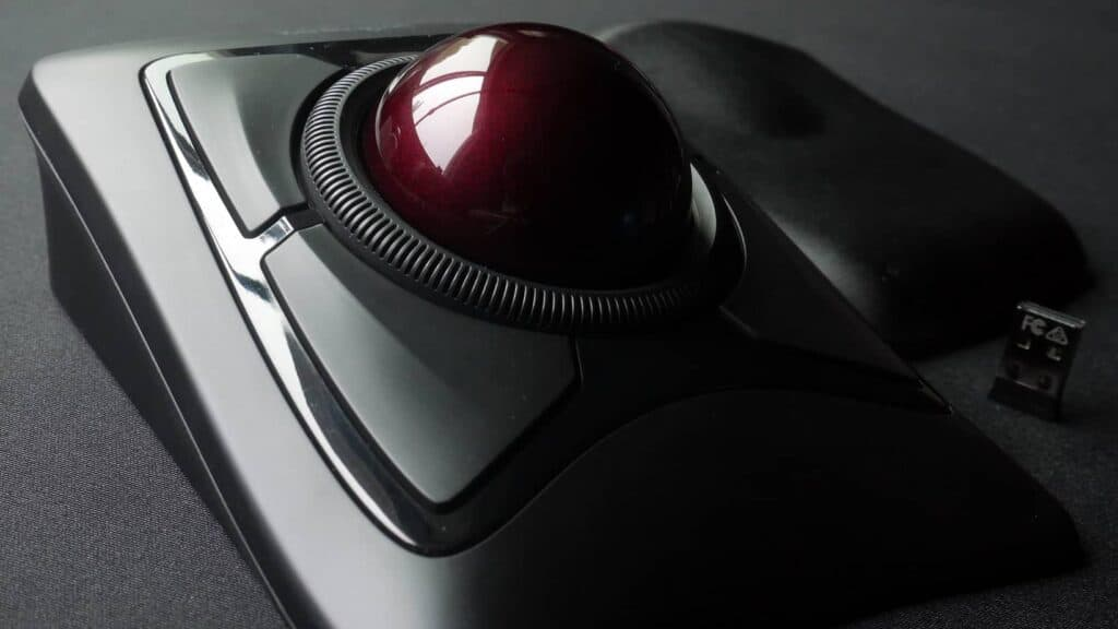 Kensington trackball mouse with red ball.
