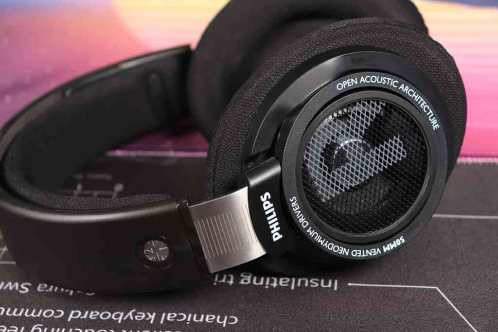 Earcups of Philips SHP9500s